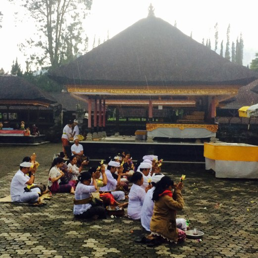 Pura Ulun Danu Bratan temple praying