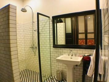 blue-mansion-bathroom