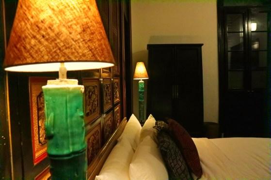 blue-mansion-bedroom-detail