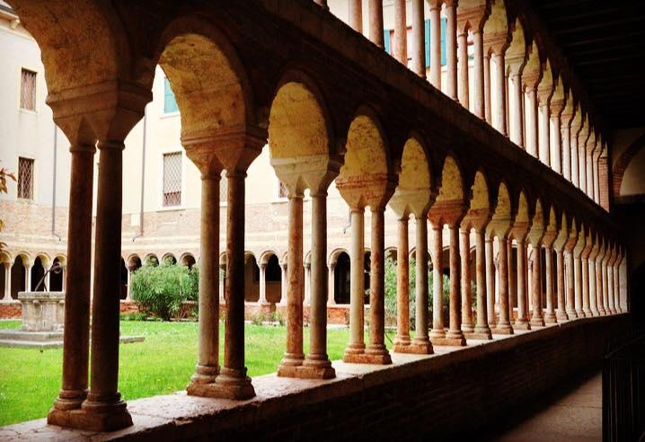romanesque-cloisters-verona
