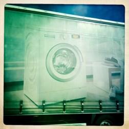 Waschmaschine auf der Autobahn
