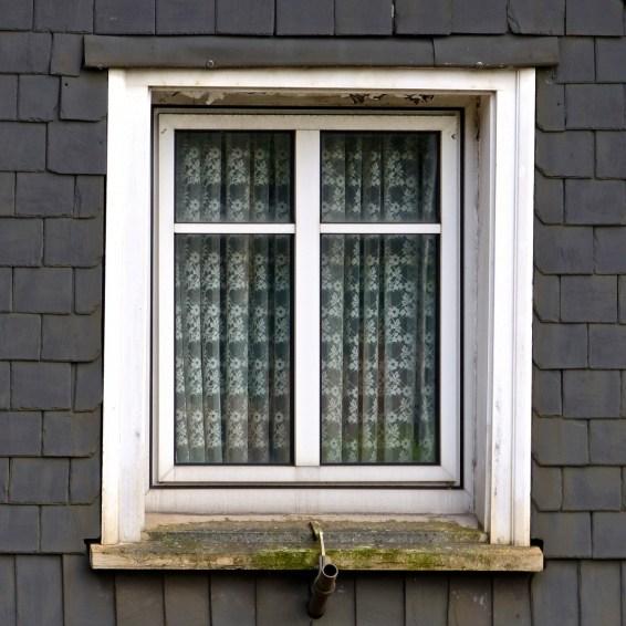 Fenster in Schiefer
