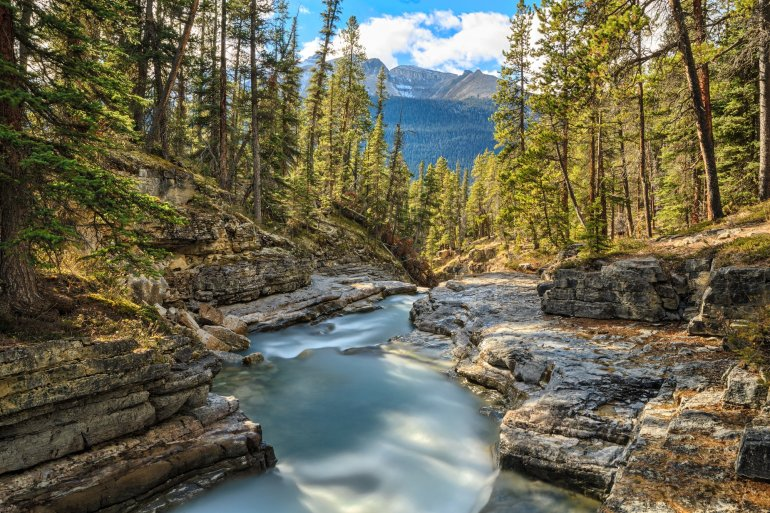 maligne canyon - best hikes in Jasper