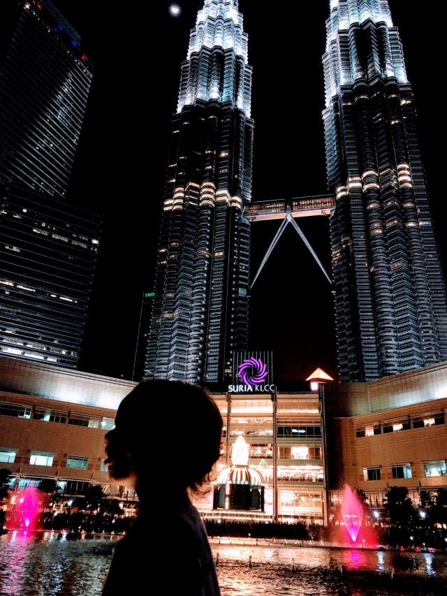 Twin towers in KLCC. Tallest twin towers in the world. Travel the world with your kids. Malaysia for kids.