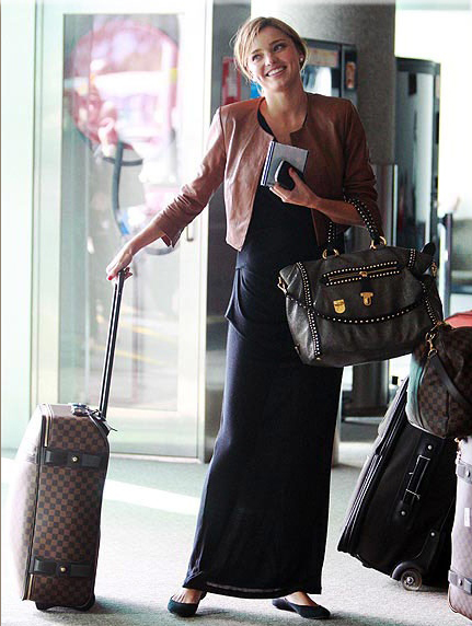 Chic travel outfit