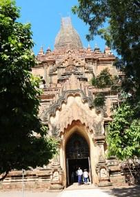 Biking in bagan temple hopping 10
