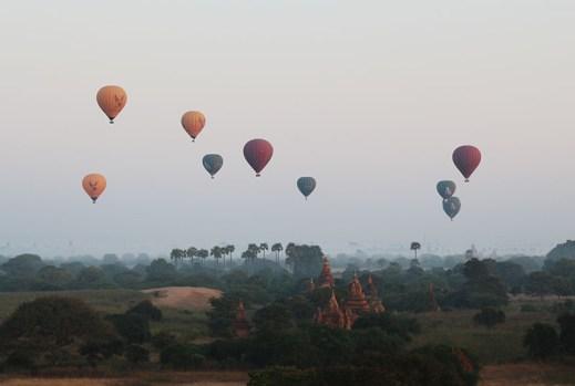 Sunrise in Bagan, balloons 1