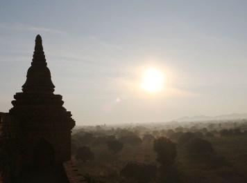 Sunrise in Bagan, balloons 11