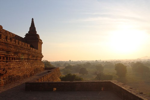 Sunrise in Bagan, balloons 12