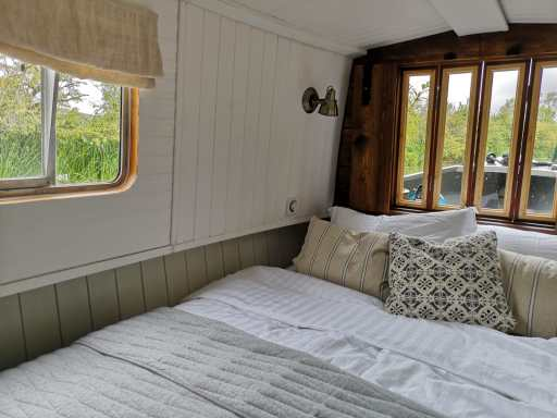 Barge Weekend break Boutique Narrowboats 25