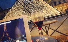 Working by Le Louvre paris
