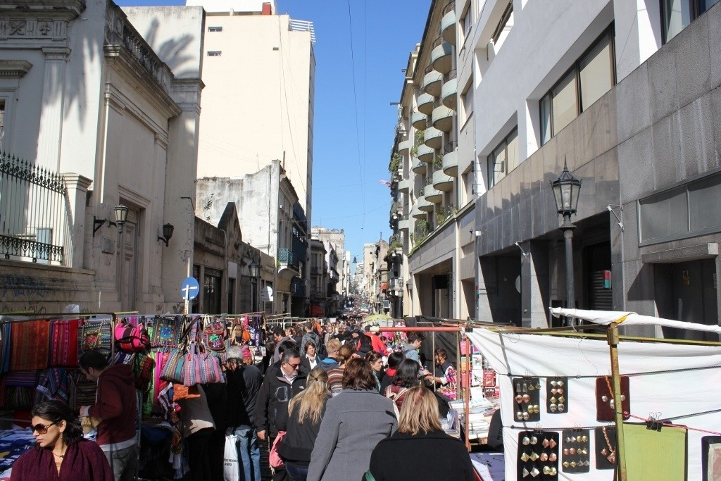 Crowded Defensa on Sunday's Feria de San Pedro Telmo