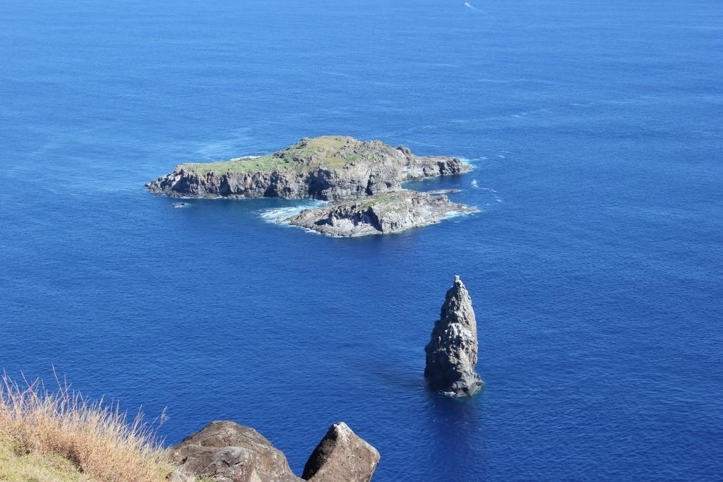 Hike Easter Island: View from Orongo: Motu Kao Kao, Motu Iti and Motu Nui