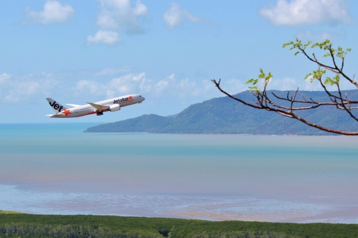Viewpoing on the Blue Arrow Trail of planes taking off in Cairns, Australia