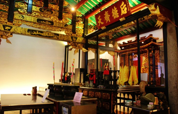 Inside Yueh Hai Ching Temple in downtown Singapore