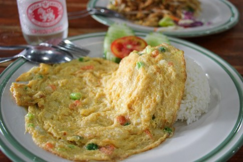 Thai Omelette over steamed rice at Aroy Dee in Chiang Mai, Thailand