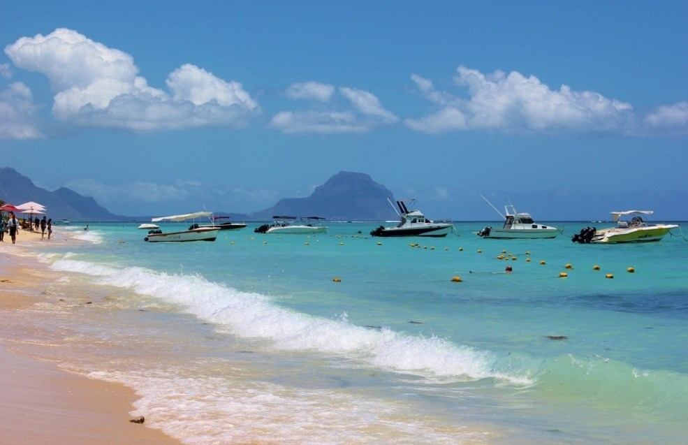 View from Sugar Beach in Flic en Flac to Le Morne on Mauritius