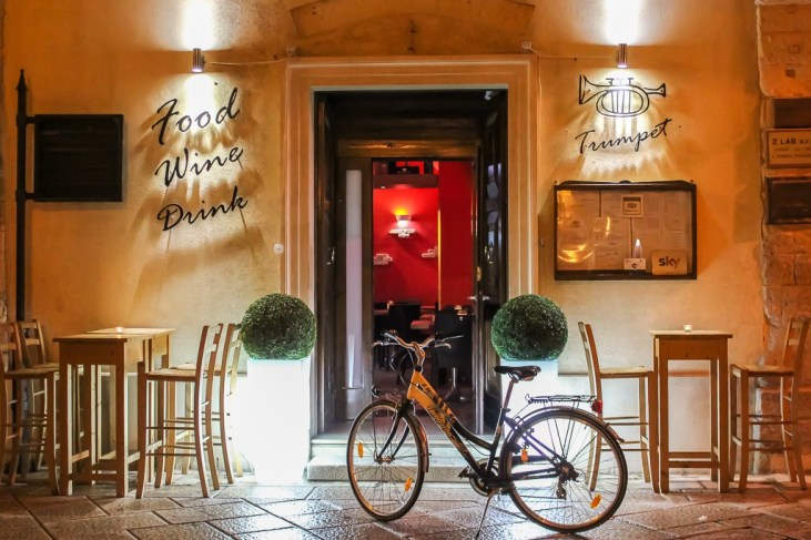 Bicycle in front of Lecce restaurant