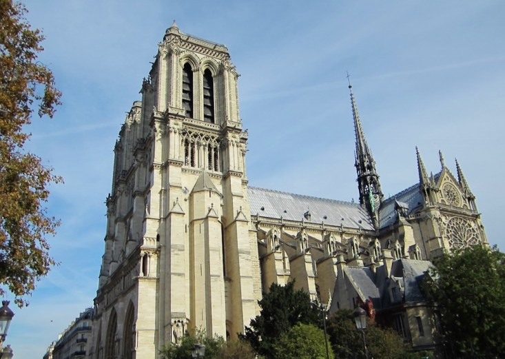 15-Day London Paris Rome Itinerary Paris Notre Dame Cathedral on a sunny day