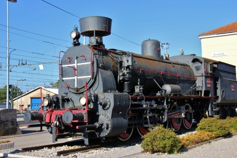 historic-steam-locomotive-display-at-divaca-train-station-slovenia