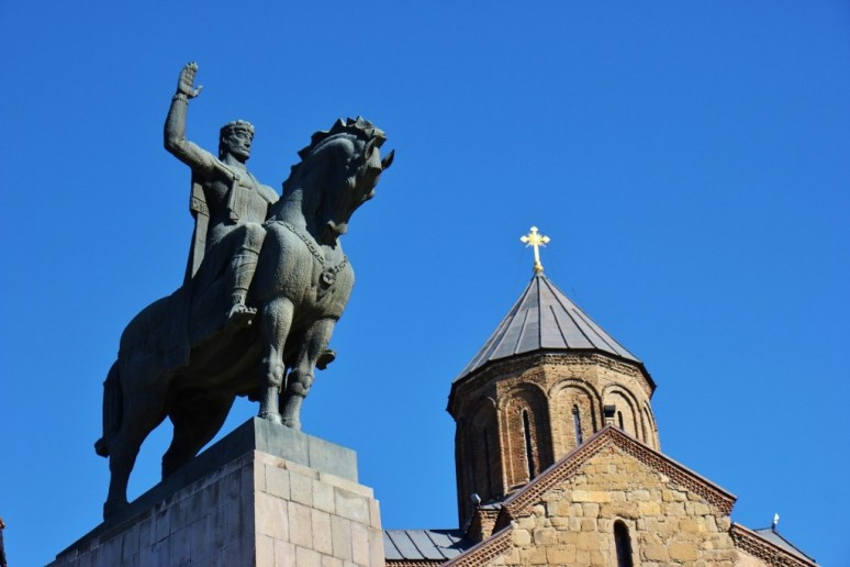 King Vakhtang Gorgasali equestrian statue and Metekhi Church of the Assumption in Tbilisi, Georgia