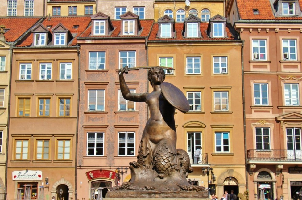 Mermaid Statue, Warsaw's protector, in Old Town Market Square in Warsaw, Poland