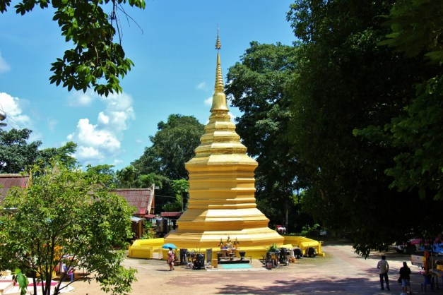The Golden Stupa at Wat Phra That Chom Thong in Chiang Rai, Thailand