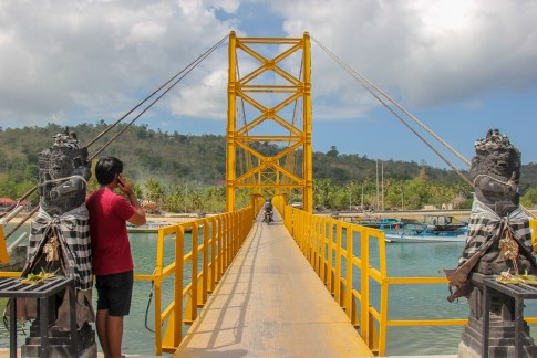Yellow Bridge connecting Lembongan to Ceningan, Nusa Islands, Bali, Indonesia