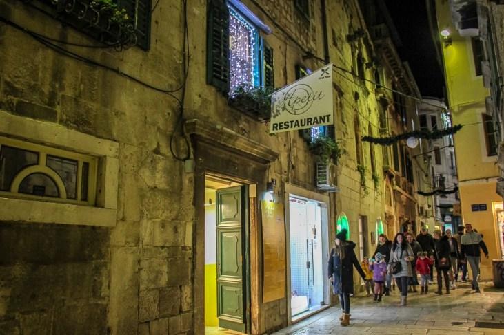 Sign in alley for Apetit Restaurant in Split, Croatia