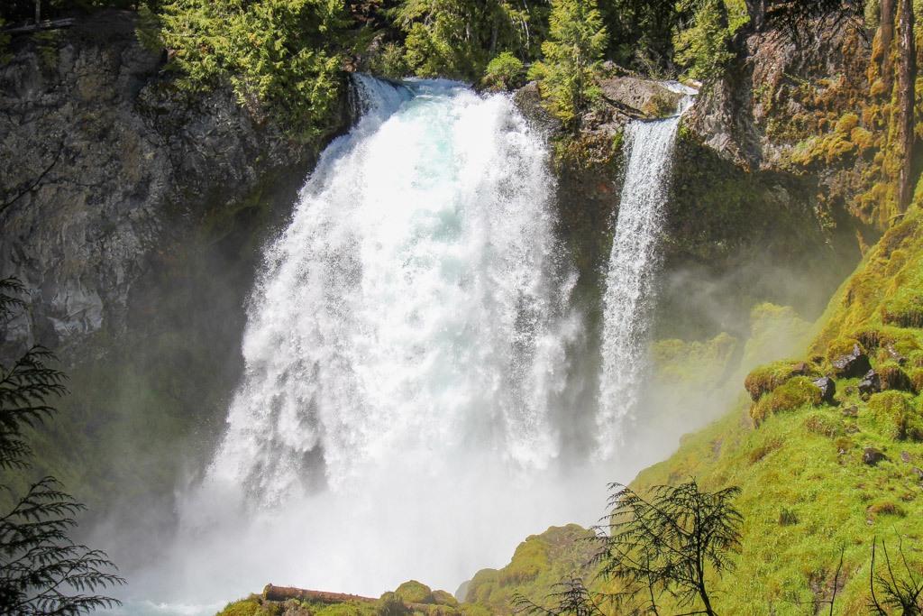 View of the roaring Sahalie Falls, Oregon