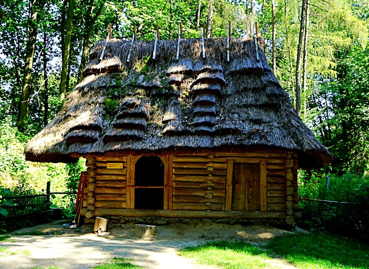 Museum of Folk Architecture, wooden barn