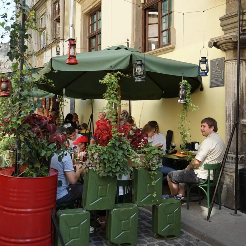 Gas Lamp restaurant terrace
