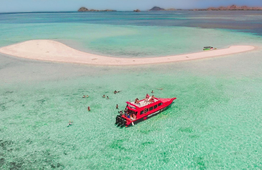 komodo-national-park-speed-boat-tour