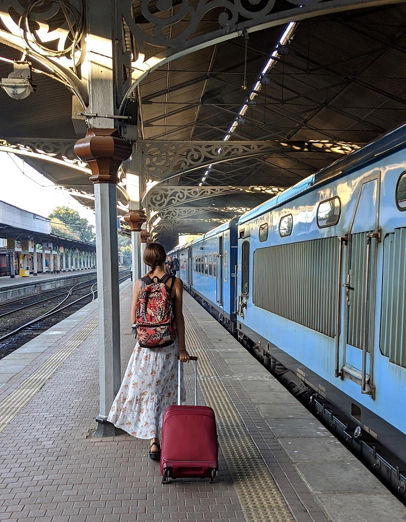 Doesn't this picture of the blue train look iconic?