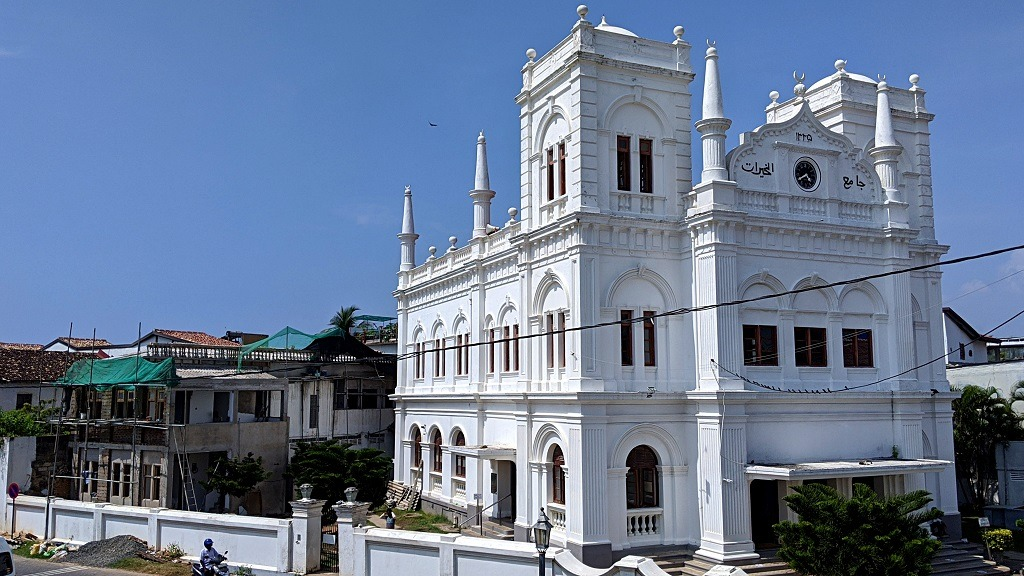 Galle Fort: white mosque