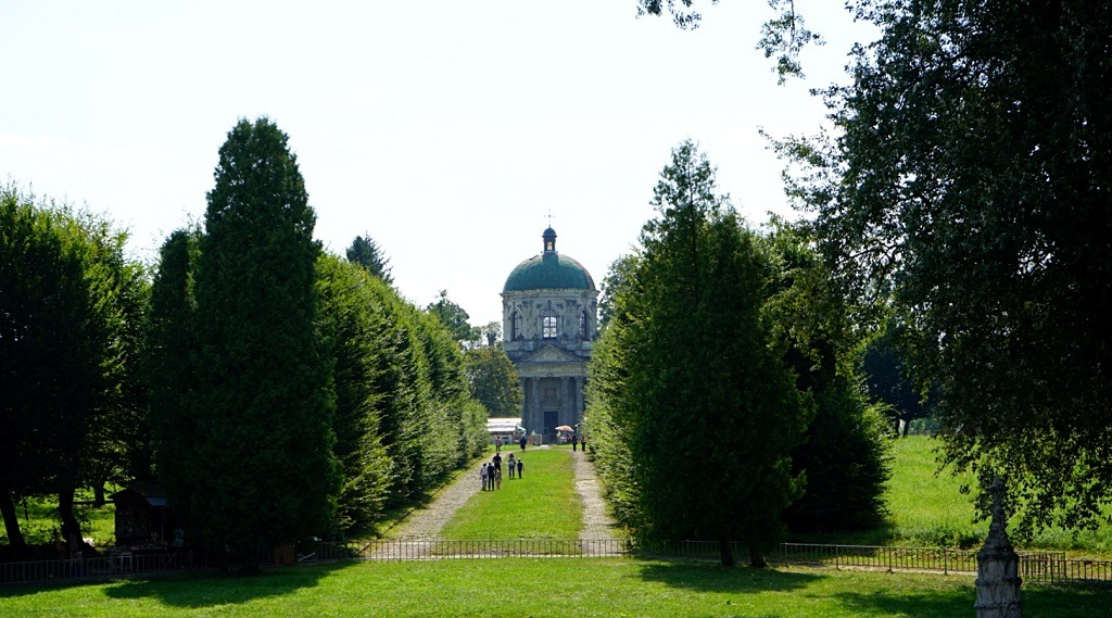 The tomb of the Zhevsky family is located across the street from the castle