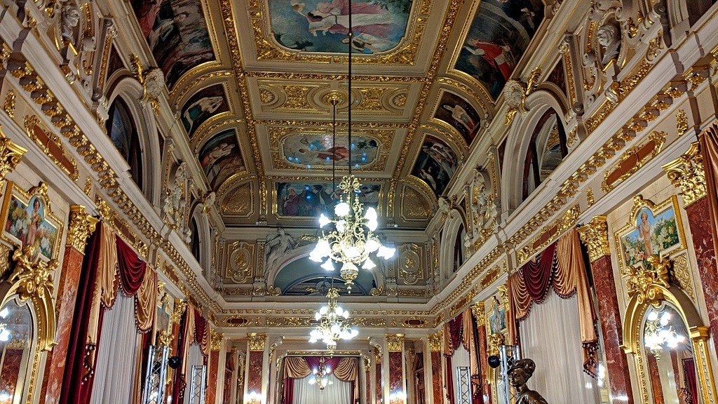 The Perfect Weekend In Lviv: the mirror hall
