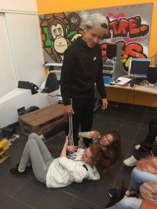 Temps libre - Bryan, Anastasia et Cathy jouent ensemble