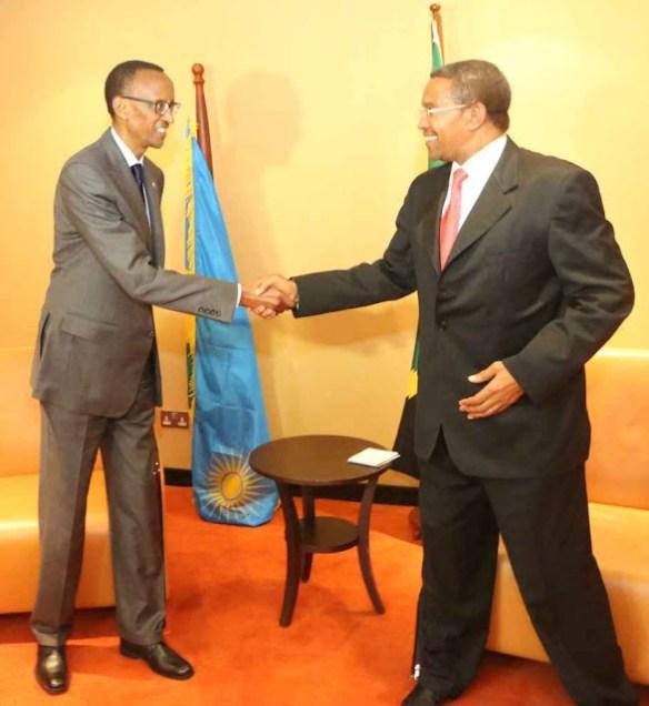 Paul Kagame na Jakaya Mrisho Kikwete Wasalimiana Uso kwa Uso Uganda