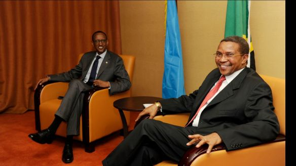 Paul Kagame na Jakaya Mrisho Kikwete Wakishiriki Mkutano wa ICGLR1 Kampala Uganda 5 Septemba 2013