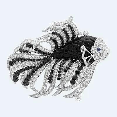 Брошь Van Cleef & Arpels из коллекции Seven Seas: сапфиры, шпинель, оникс, бриллианты