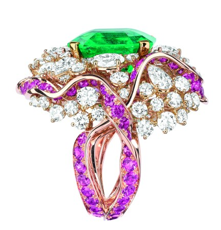 Galon Emeraude Ring. 750/1000 pink and yellow gold, diamonds, emeralds and pink sapphires.