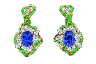 Galon Saphir Earrings. 750/1000 yellow and pink gold, diamonds, sapphires and emeralds.