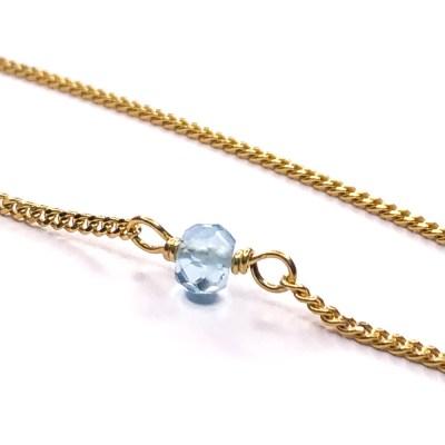 4 mm stor topas perle, der sidder fast i en 2 mm tyk panser kæde. Topas er lykkesten for November måned