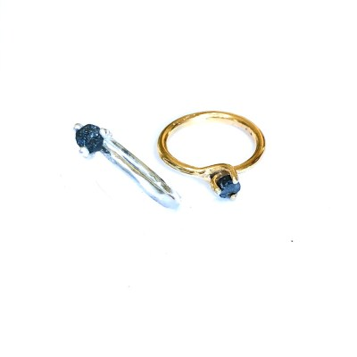 Rough diamond ring i både sølv og guld med sort rå diamant