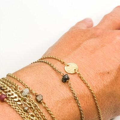 Stjernetegns armbånd set sammen med Rough diamond bracelett