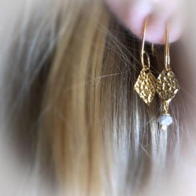 sparkling harlekin ørering med sten set på