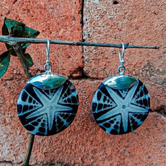 KA-ER004-Starfish Shell Black Resin With Silver Caps
