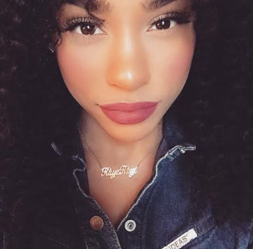 Raye Boyce wearing her MM Simple script nameplate