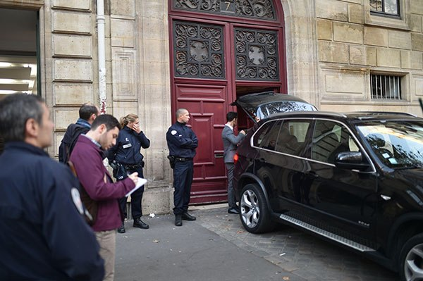 kim-kardashian-paris-attack-scene-6